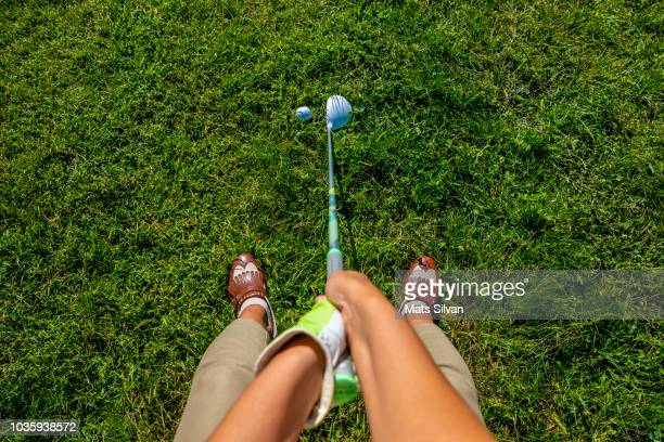 golfer with golf club fairway wood and golf ball - training course stockfoto's en -beelden