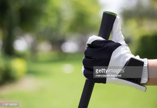 golfer's hands hold golf clubs at the golf course. - ゴルフクラブ ドライバー ストックフォトと画像
