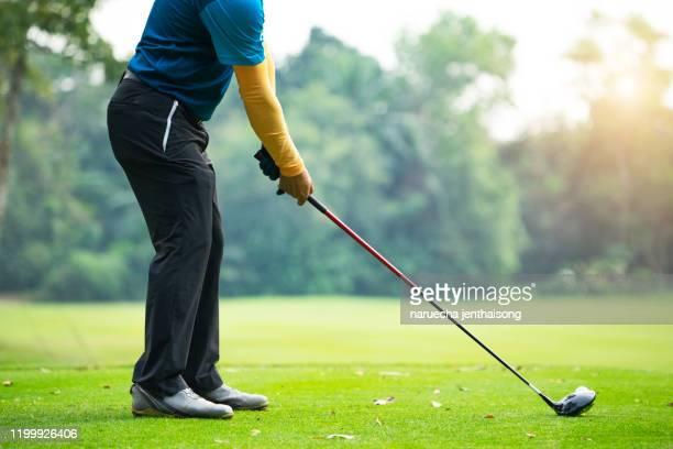 golfers hit sweeping golf course in the summer - golf lustig stock-fotos und bilder