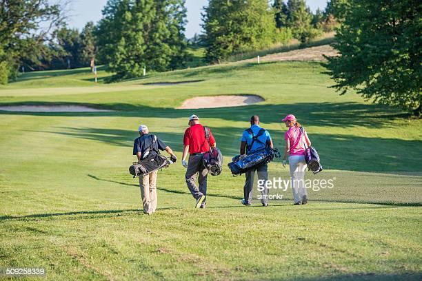 I golfisti camminare sul campo da Golf