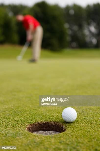 golfpx - einlochen golf stock-fotos und bilder
