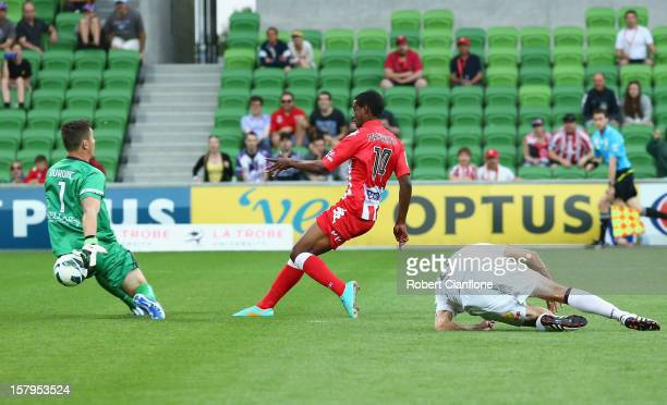 Golgol Mebrahtu of the Heart gets the ball past Glory goalkeeper Danny Vukovic to score during the round 10 ALeague match between the Melbourne Heart...