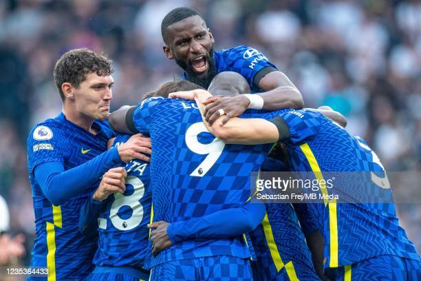 Golo Kanté of Chelsea celebrates with Antonio Rüdiger, Andreas Christensen and Romelu Lukaku after scoring hes team 2nd goal during the Premier...