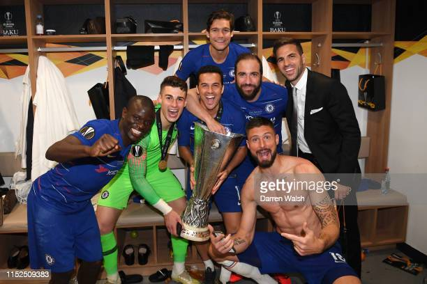 N'golo Kante Kepa Arrizabalaga Pedro Marcos Alonso Gonzalo Higuain Olivier Giroud and Cesc Fabregas of Chelsea pose for a photo with the UEFA Europa...