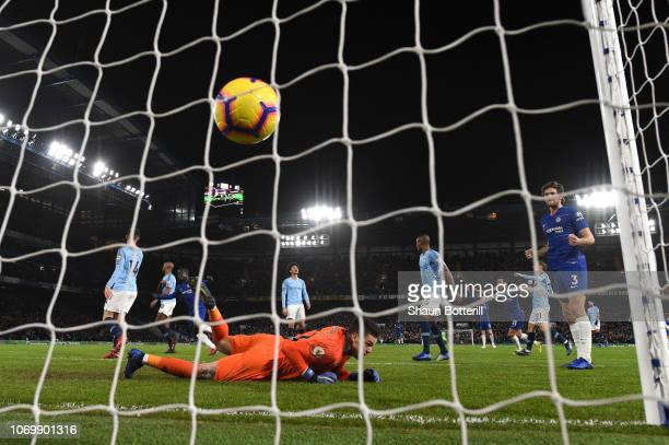N'golo Kante of Chelsea scores his team's first goal during the Premier League match between Chelsea FC and Manchester City at Stamford Bridge on...