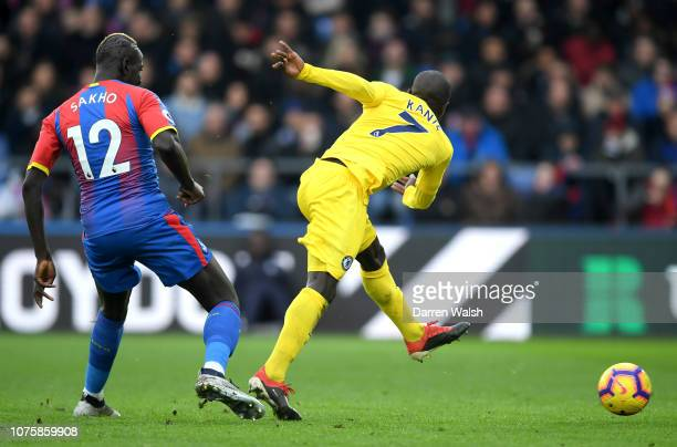 Golo Kante of Chelsea scores his team's first goal during the Premier League match between Crystal Palace and Chelsea FC at Selhurst Park on December...