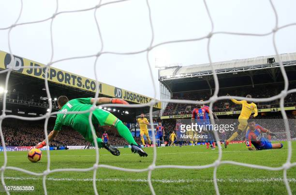 N'golo Kante of Chelsea scores his team's first goal during the Premier League match between Crystal Palace and Chelsea FC at Selhurst Park on...