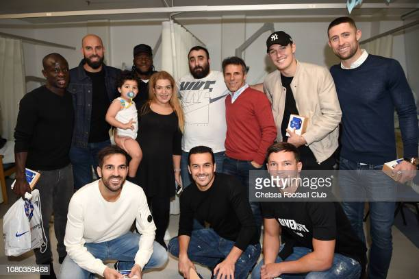 Golo Kante Willy Caballero Victor Moses Gianfranco Zola Andreas Christensen Gary Cahill Cesc Fabregas Pedro and Danny Drinkwater pose with patients...