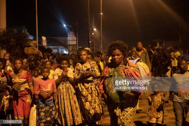 Goma residents are seen leaving the city following a sudden activity of the Nyiragongo volcano on May 22, 2021. - The famous Nyiragongo volcano, near...