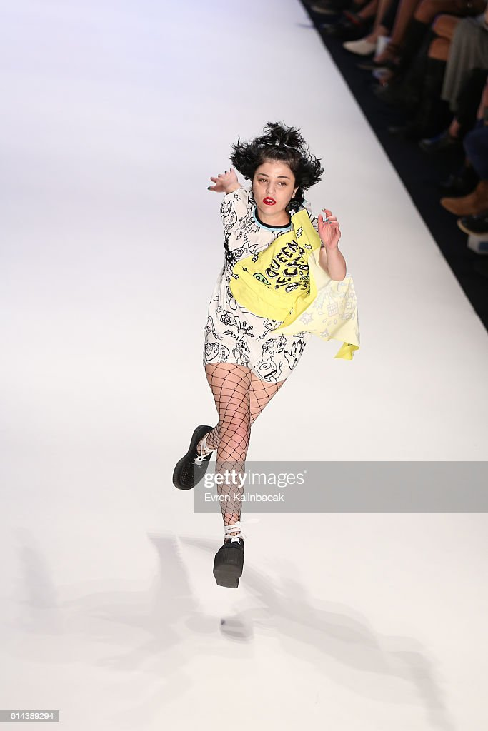 Mercedes-Benz Fashion Week Istanbul - October 2016 - Day 3 : News Photo
