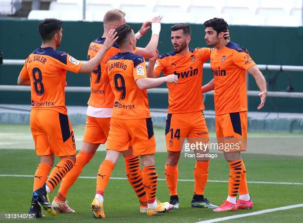 Goncalo Guedes of Valencia CF celebrates with teammates Carlos Soler, Uros Racic, Kevin Gameiro and Jose Gaya after scoring his team's first goal...