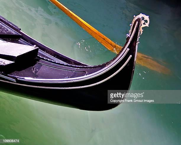 gondola - detail - venice - italy - gondel stock-fotos und bilder