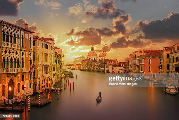 gondola in the grand canal at sunset - veneto stock pictures, royalty-free photos & images