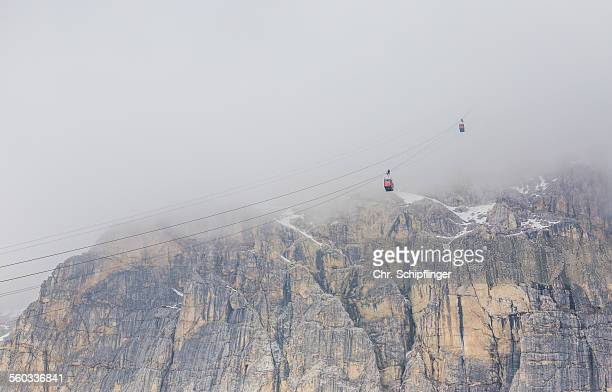 gondola lift at the dolomites - italy - gondel stock-fotos und bilder