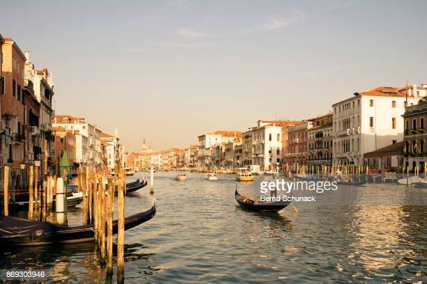 gondola on grand canal - bernd schunack stockfoto's en -beelden