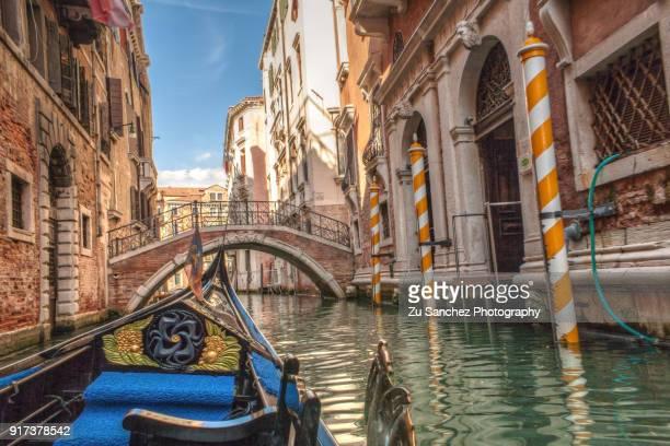 gondola pov - venise photos et images de collection