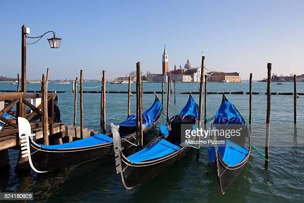 gondolas in st. mark's square, venice - massimo pizzotti foto e immagini stock