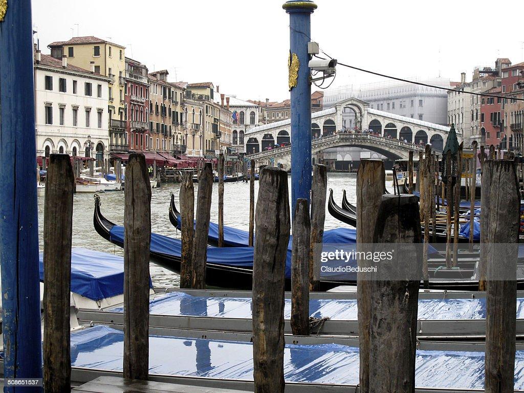 gondolas near Ponte di Rialto : Stock Photo
