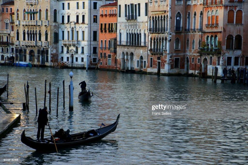 Gondolas on Canal grande in Venice, Italy : Stock Photo
