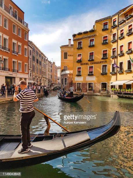 gondolier in venice, italy - gondola traditional boat stock pictures, royalty-free photos & images