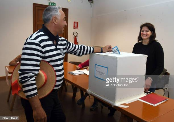A gondoliere casts his ballot at a polling station during an autonomy referendum in Venice on October 22 2017 The consultative votes are only the...