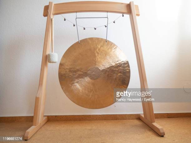 gong on floor against white wall - gong stock pictures, royalty-free photos & images