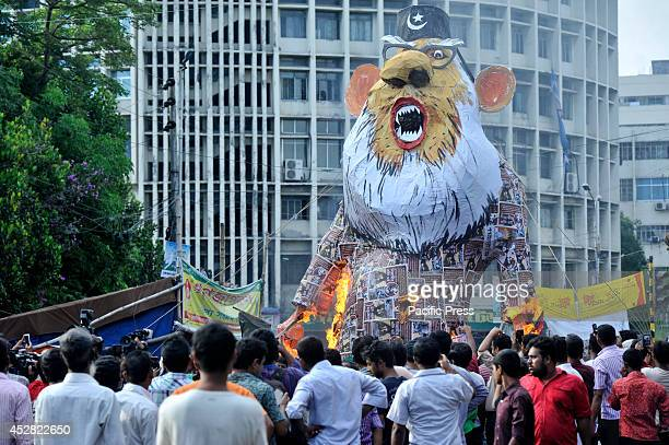 Gonojagoron moncho burn Nizami's effigy at Shabag in Dhaka They are demanding JamaateIslami leader Motiur Rahman Nizami's death penalty as he is...