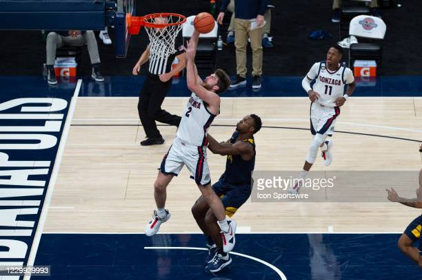 Gonzaga Bulldogs forward Drew Timme goes up for a layup against West Virginia Mountaineers forward Oscar Tshiebwe during the men's Jimmy V Classic...