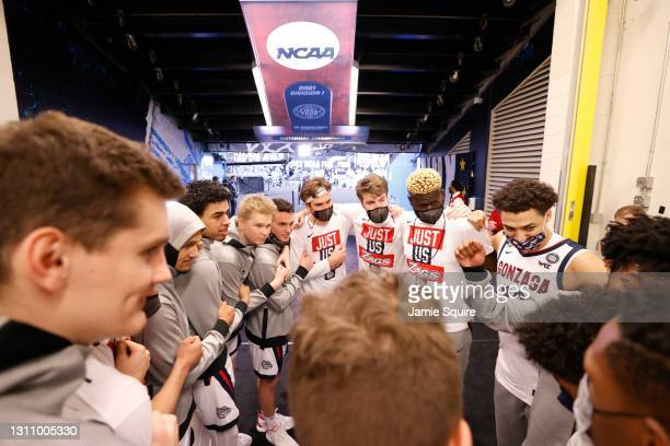Gonzaga Bulldogs huddle up before the National Championship game of the 2021 NCAA Men's Basketball Tournament against the Baylor Bears at Lucas Oil...
