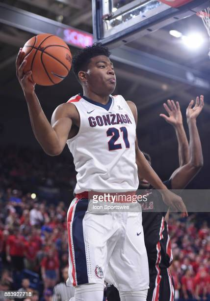 Gonzaga forward Rui Hachimura passes off while driving the baseline during the game between the Incarnate Word Cardinals and the Gonzaga Bulldogs on...