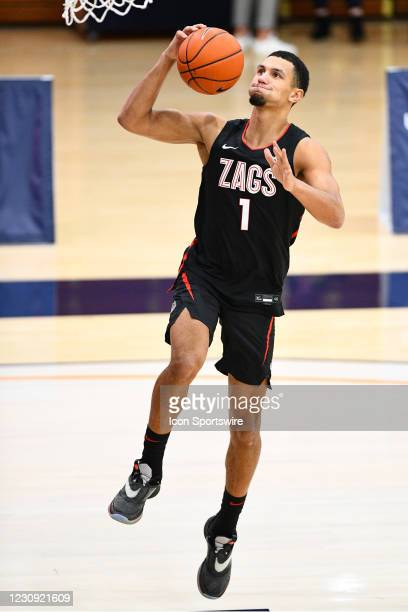 Gonzaga guard Jalen Suggs shoots a shot before the college basketball game between the Gonzaga Bulldogs and the Pepperdine Waves on January 30, 2021...