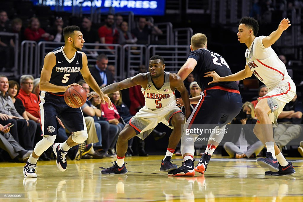 NCAA BASKETBALL: DEC 03 HoopHall LA - Arizona v Gonzaga : News Photo