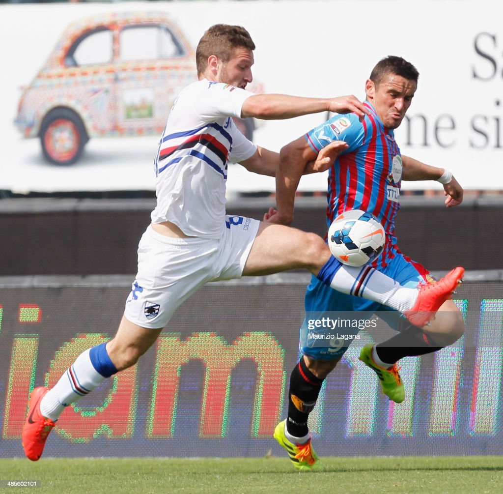 Gonzalo Bergessio (R) of Catania competes for the ball with Shkodran Mustafi of Sampdoria during the Serie A match between Calcio Catania and UC Sampdoria at Stadio Angelo Massimino on April 19, 2014 in Catania, Italy.
