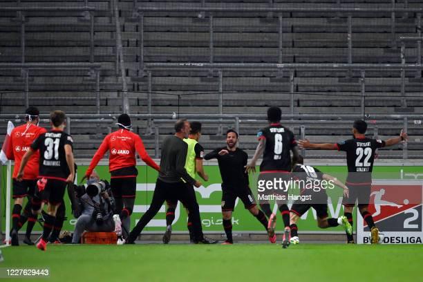 Gonzalo Castro of Stuttgart celebrates his team's third goal with team mates and head coach Pellegrino Matarazzo during the Second Bundesliga match...