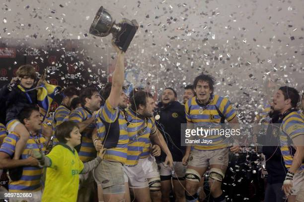 Gonzalo Delguy and teammates of Hindu celebrates with the trophy at the end of the final match between Hindu and Newman as part of Argentina National...