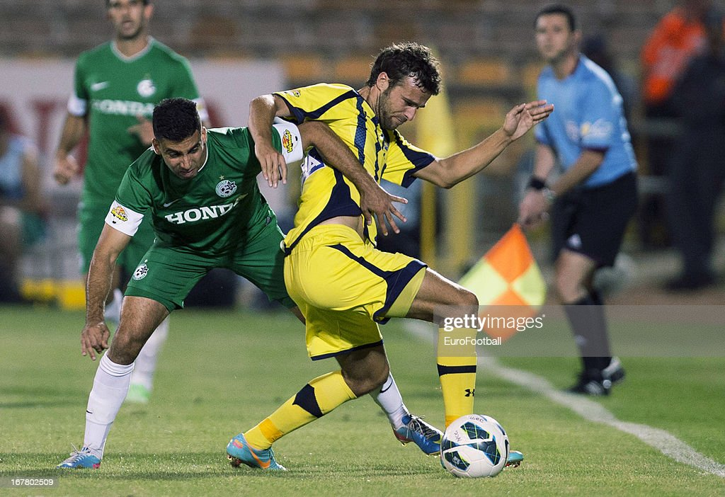 Gonzalo Garcia Garcia (R) of Maccabi Tel-Aviv FC is challenged by Hen Ezra of Maccabi Haifa FC during the Israeli Premier League match between Maccabi Haifa FC and Maccabi Tel-Aviv FC held on April 29, 2013 at the Kiryat Eliezer Stadium in Haifa, Israel.