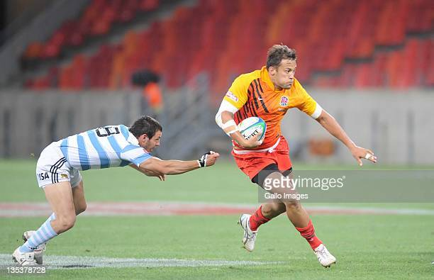Gonzalo Gutierrez Taboada of Argentina and Chris Cracknel of England during the match between England and Argentina on day one of the 2011 IRB South...