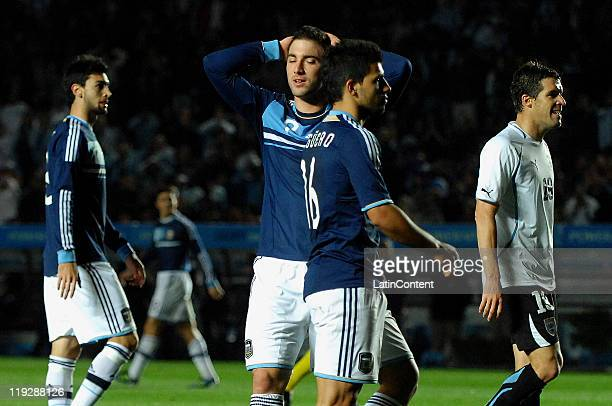 FE ARGENTINA JULY 16 Gonzalo Higuain and Sergio Agüero of Argentina reacts during a match as part of Finals Quarters of 2011 Copa America at...