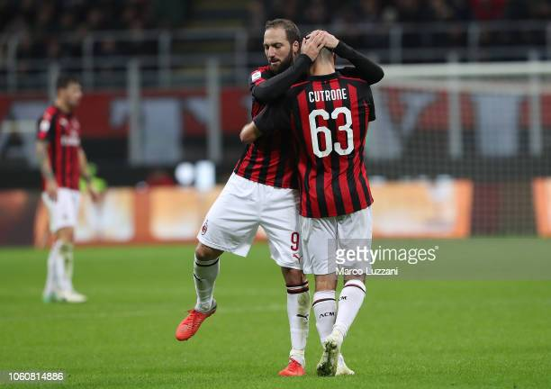 Gonzalo Higuain of AC Milan embraces Patrick Cutrone during the Serie A match between AC Milan and UC Sampdoria at Stadio Giuseppe Meazza on October...