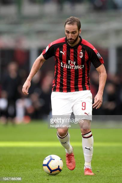 Gonzalo Higuain of AC Milan in action during the Serie A football match between AC Milan and AC ChievoVerona AC Milan won 31 over AC ChievoVerona