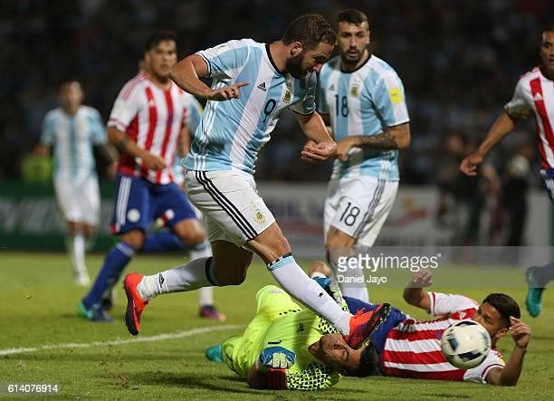 Gonzalo Higuain of Argentina and Justo Villar of Paraguay fight for the ball during a match between Argentina and Paraguay as part of FIFA 2018 World...