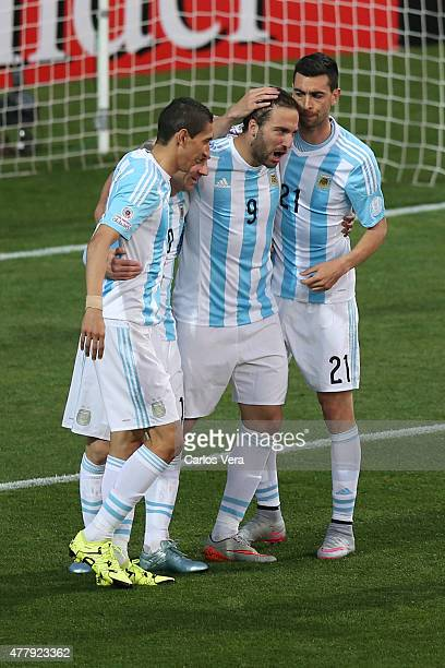 Gonzalo Higuain of Argentina celebrates with teammates after scoring the opening goal during the 2015 Copa America Chile Group B match between...