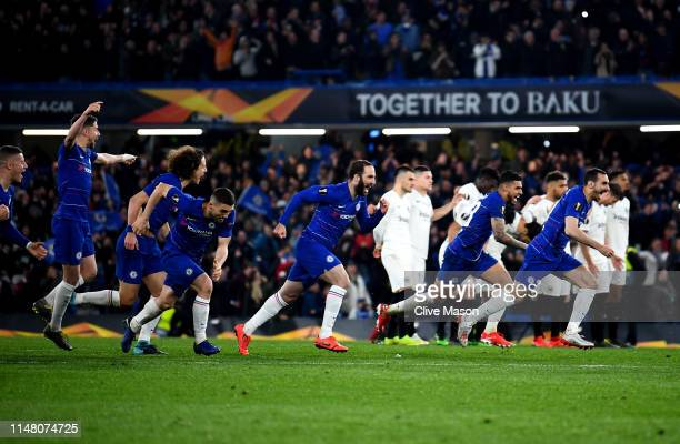 Gonzalo Higuain of Chelsea and teammates run to celebrate winning the penalty shoot out during the UEFA Europa League Semi Final Second Leg match...