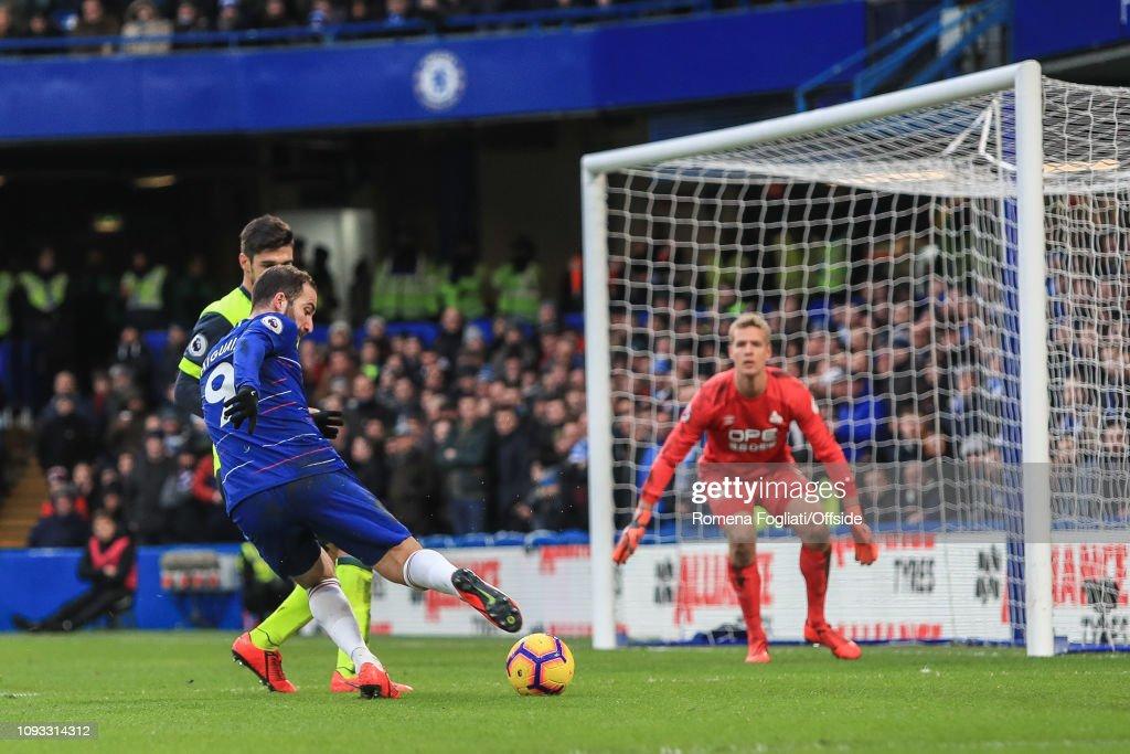 Chelsea FC v Huddersfield Town - Premier League : News Photo