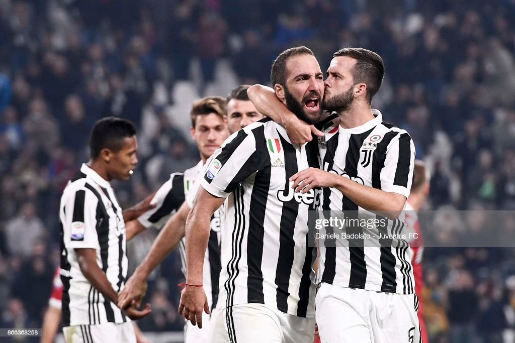 Gonzalo Higuain of Juventus celebrates after scoring his first goal during the Serie A match between Juventus and Spal on October 25, 2017 in Turin, Italy.
