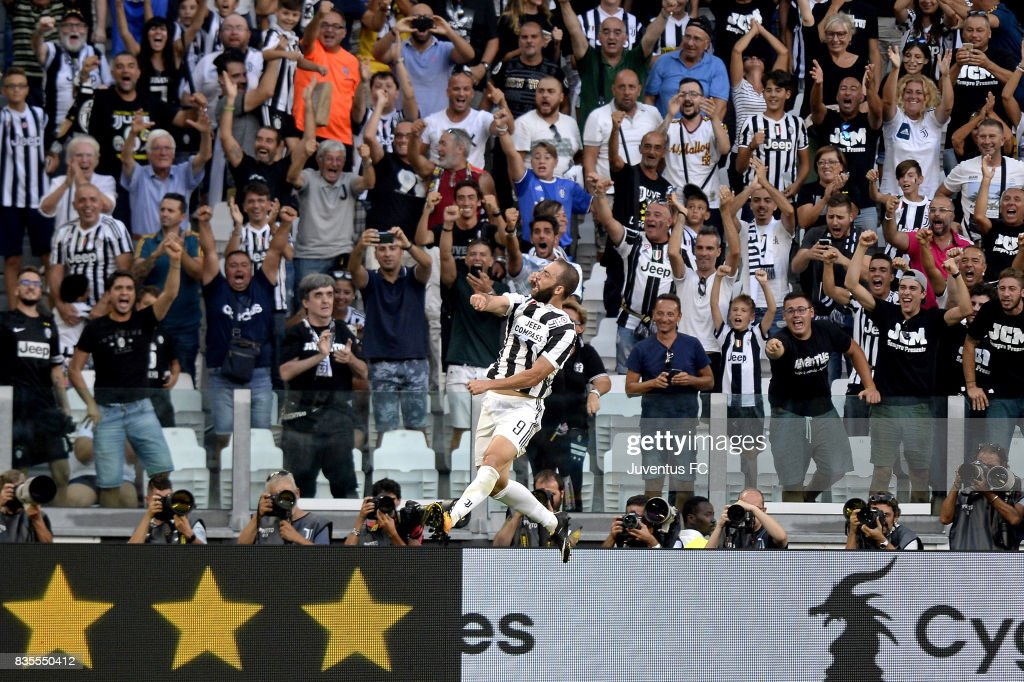 Gonzalo Higuain of Juventus celebrates after scoring his team third goal during the Serie A match between Juventus and Cagliari Calcio at Allianz Stadium on August 19, 2017 in Turin, Italy.