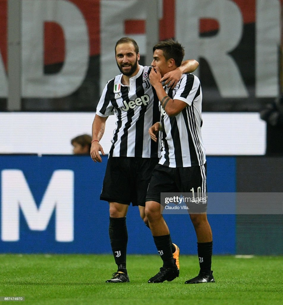 Gonzalo Higuain of Juventus FC (L) celebrates after scoring the opening goal during the Serie A match between AC Milan and Juventus at Stadio Giuseppe Meazza on October 28, 2017 in Milan, Italy.