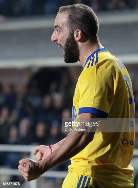 Gonzalo Higuain of Juventus FC celebrates his goal during the Serie A match between Atalanta BC and Juventus at Stadio Atleti Azzurri d'Italia on...