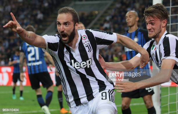 Gonzalo Higuain of Juventus FC celebrates his goal during the serie A match between FC Internazionale and Juventus at Stadio Giuseppe Meazza on April...