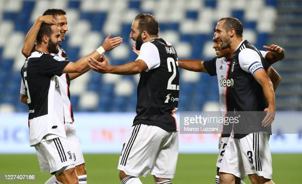 Gonzalo Higuain of Juventus FC celebrates his goal with his teammates during the Serie A match between US Sassuolo and Juventus at Mapei Stadium...